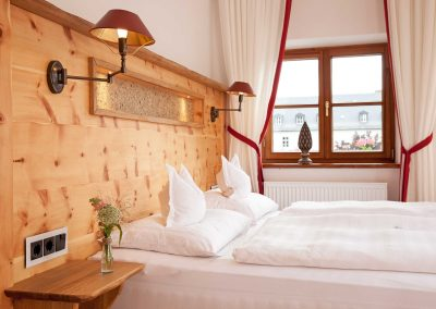 Modernes Komfort-Doppelzimmer mit Blick nach Westen