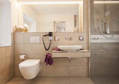 Großzügiges, modernes Bad in unserer Hochzeits-Suite