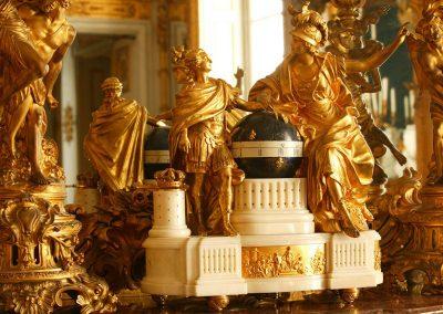 Bild von einer goldenen Dekoration im Schloss
