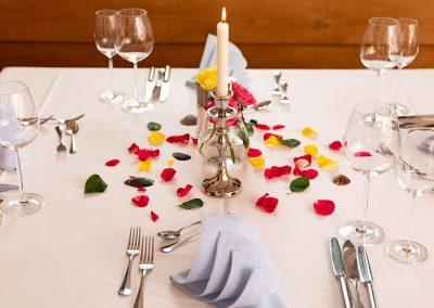 Gedeckter Tisch in der Gaststube