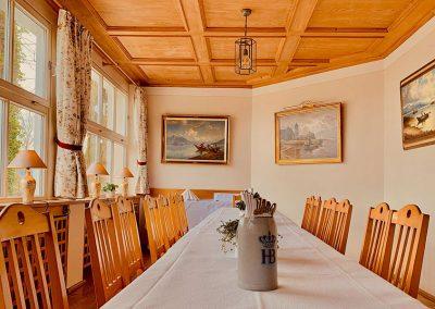 Langer Tisch in der Gaststube
