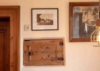 Wandbilder in der Gaststube