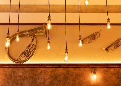 Lichter und Dekoration in der Gaststube